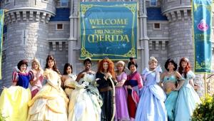 Merida ao lado das outras princesas Disney