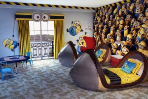 Crianças se tornam minions em quarto temático