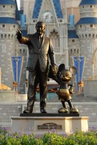Estátua completou 18 anos no parque de Orlando