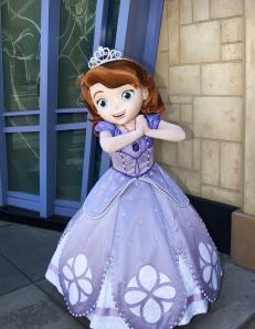 Primeira princesa criança faz sua estreia nos parques