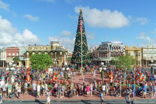 Holidays-at-the-Magic-Kingdom_Full_25805