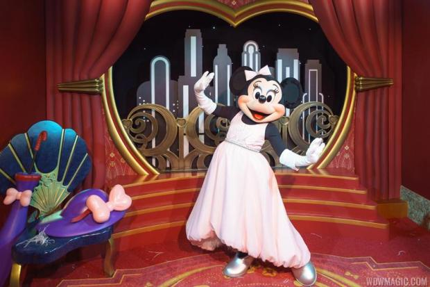 Mickey-and-Minnie-Starring-in-Red-Carpet-Dreams_Full_27619