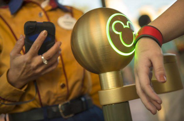 Disney-MagicBand-1200x788.jpg