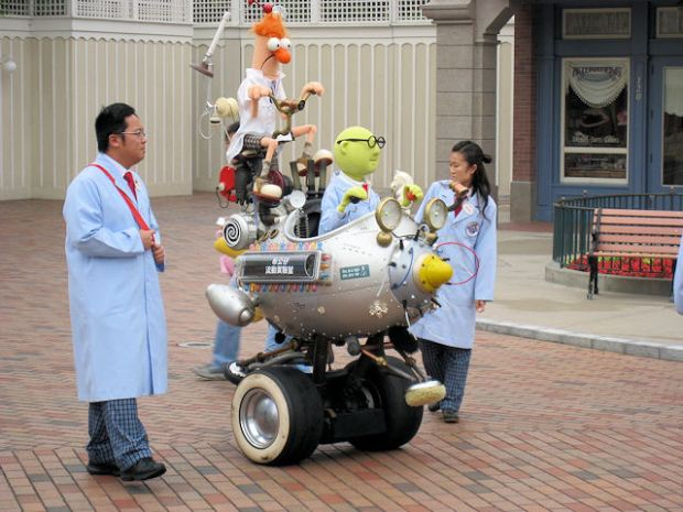 Muppet_Mobile_Lab_at_Hong_Kong_Disneyland.jpg