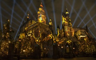 The-Nighttime-Lights-at-Hogwarts-Castle-Hufflepuff
