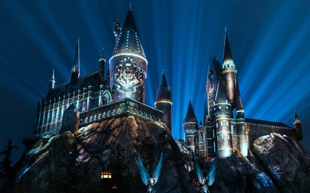 The-Nighttime-Lights-at-Hogwarts-Castle-in-The-Wizarding-World-of-Harry-Potter-1170x731.jpg