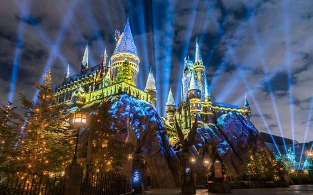 The-Magic-of-Christmas-at-Hogwarts-Castle-1170x731.jpg