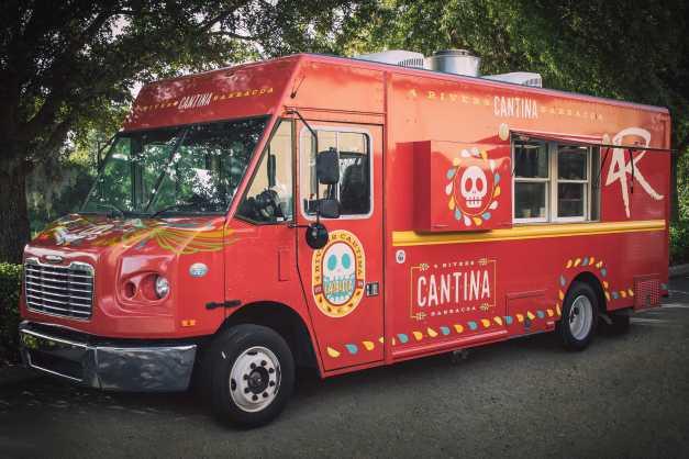 4R-Cantina-Barbacoa-Food-Truck_Full_33218.jpg
