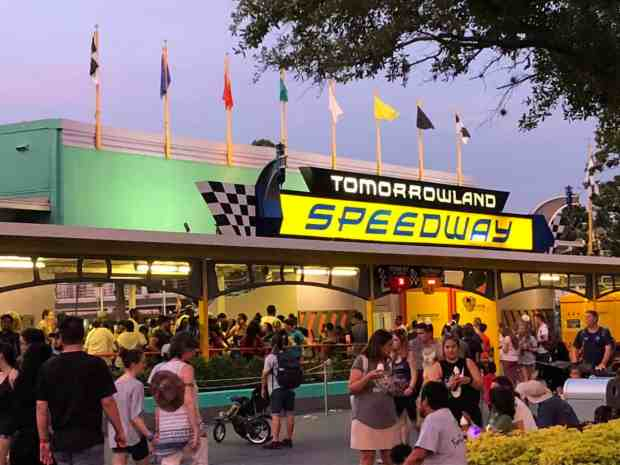 Tomorrowland-Speedway-Queue2JPG-1376x1032.jpg