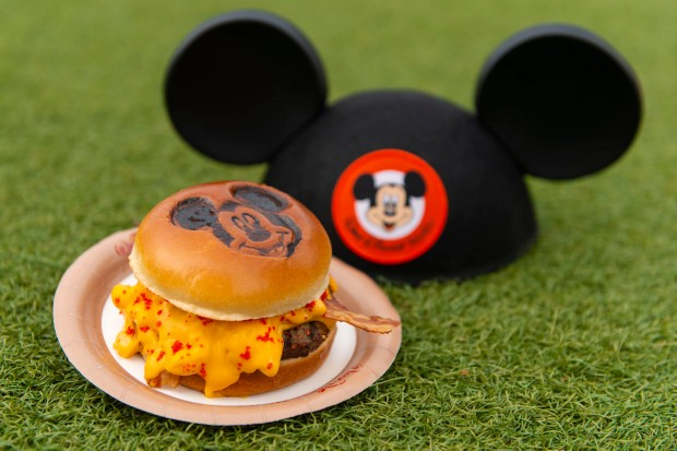 disney-aniversario-mickey-hamburger.jpg