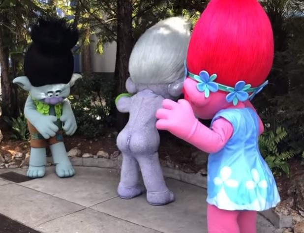 universal-troll-pum-glitter.jpeg